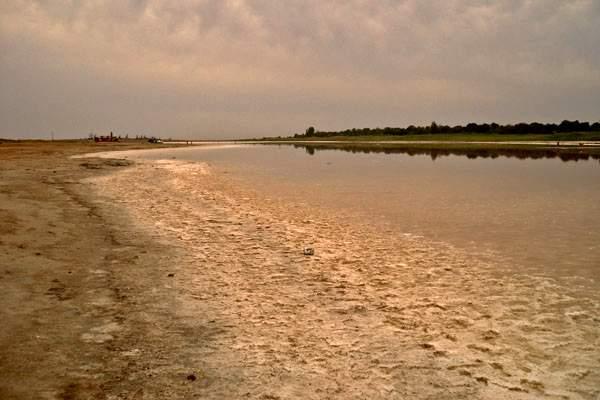 cоленое озеро Тинаки