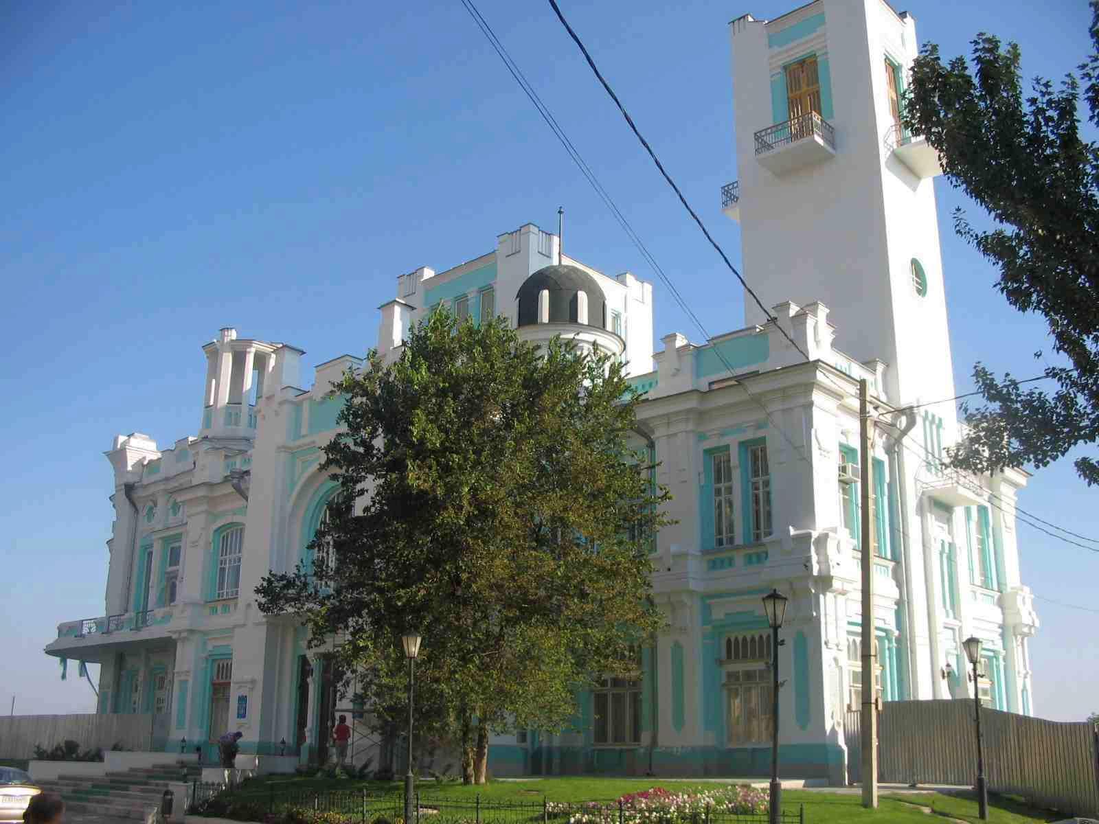 Бывшая купеческая биржа, сейчас Дворец бракосочетаний. Город Астрахань.