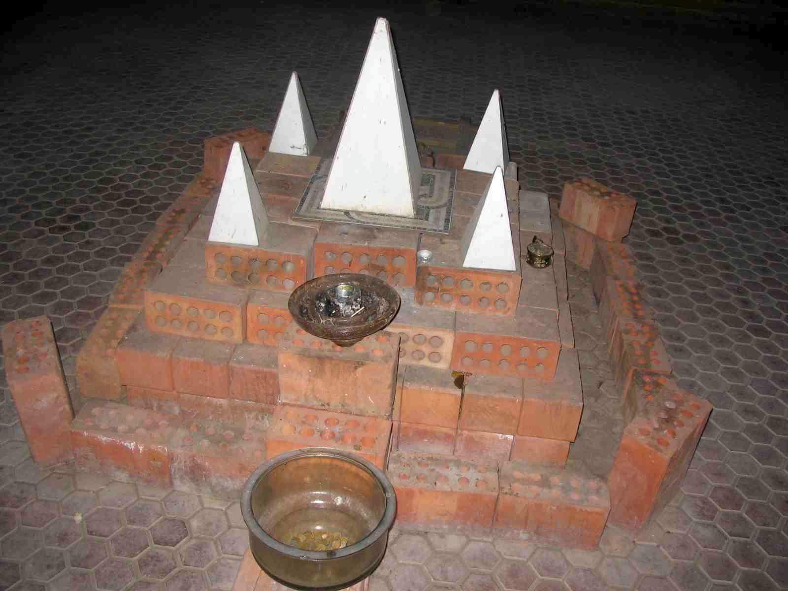 Внутри Астраханской пирамиды Голода. Строитель и инженер - Александр Голод, заказчик - Астраханьгазпром